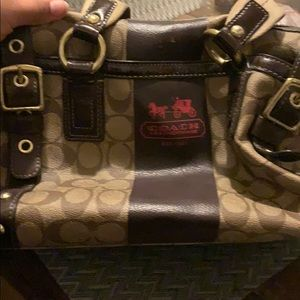 Coach hand bag . Great for everyday . Vintage